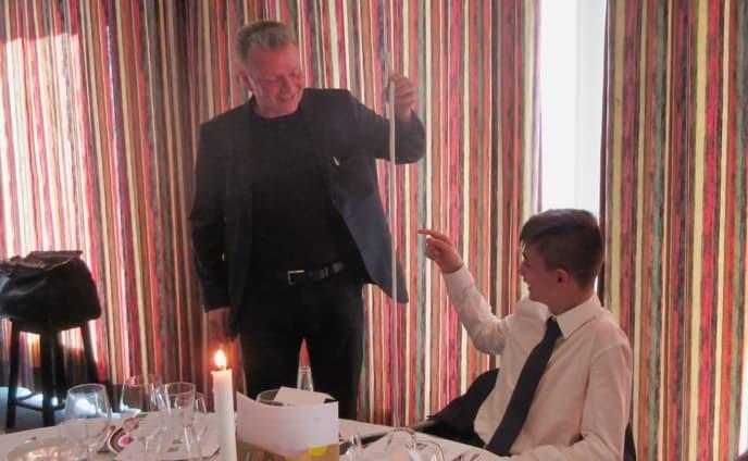 Tryllekunstner hos konfimand