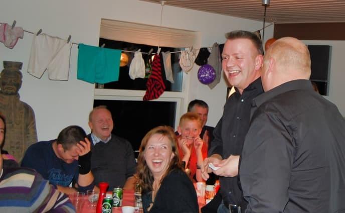 Peter tryller til Renes fest
